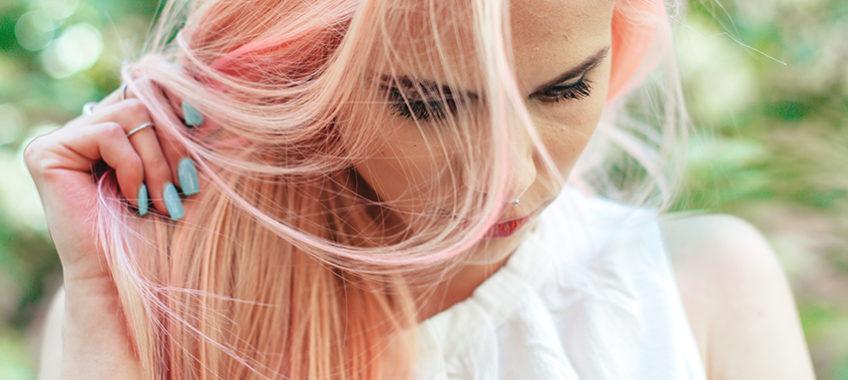 La silice et ses compléments à la rescousse des cheveux